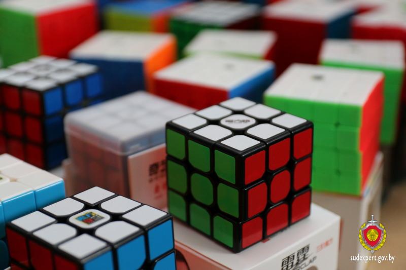Брестский эксперт собирает кубик Рубика за секунды и учит этому других