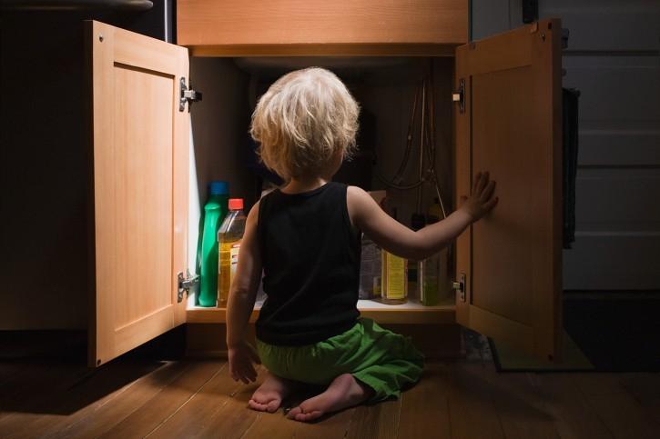 Предотвратить и уберечь: эксперты-химики о типичных ситуациях отравления детей