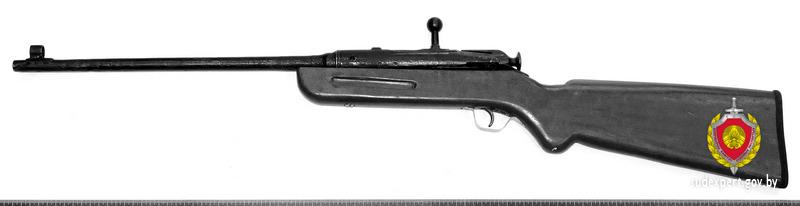 Самодельные винтовку и револьвер нашла бабуля дома в тайнике у себя под печью